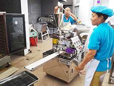 新乐印刷厂包子机用户现场学习包子机操作及拆卸步骤